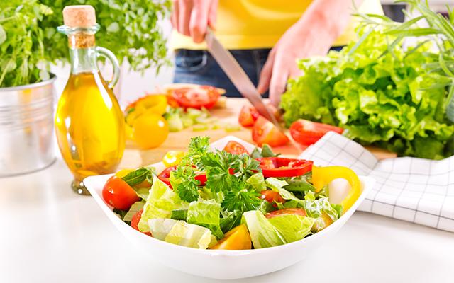 泉里香さんのダイエット方法 食事量を調整する